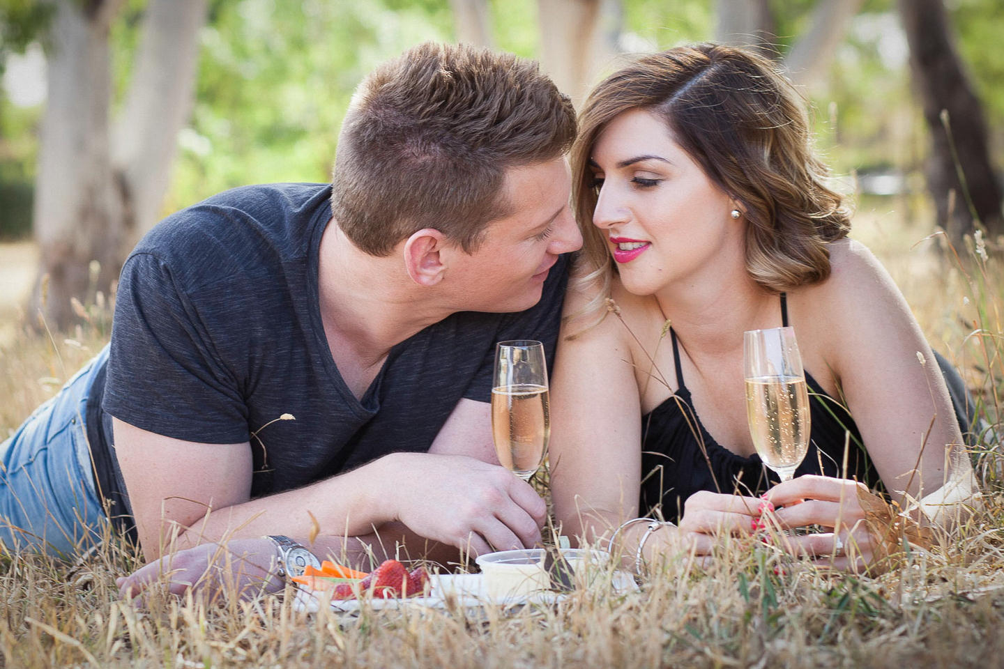 couples photos with champagne